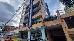 Apartamento En Arriendoen Bogota, Santa Bárbara, Colombia, CO RAH: 22-1326