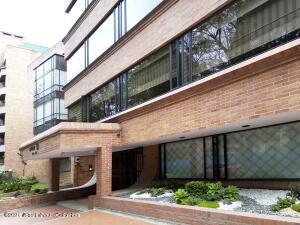 Apartamento En Ventaen Bogota, Chico, Colombia, CO RAH: 22-1356