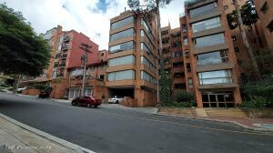 Apartamento En Arriendoen Bogota, Los Rosales, Colombia, CO RAH: 22-1371