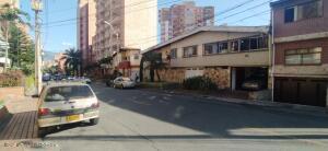 Apartamento En Ventaen Medellin, Laureles, Colombia, CO RAH: 22-1396