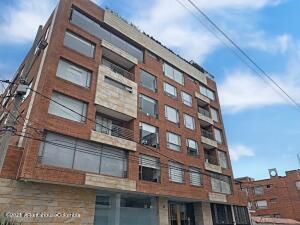 Apartamento En Arriendoen Bogota, Chico Norte, Colombia, CO RAH: 22-1395