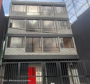 Edificio En Ventaen Bogota, Las Delicias, Colombia, CO RAH: 22-1293