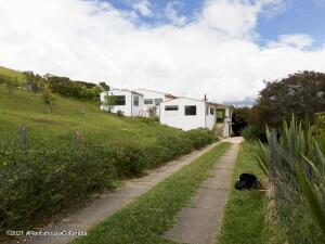 Casa En Ventaen La Calera, Vereda El Rodeo, Colombia, CO RAH: 22-1433