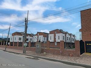 Casa En Ventaen Chia, Vereda Bojaca, Colombia, CO RAH: 22-1452