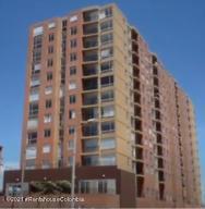 Apartamento En Ventaen Bogota, Portales Del Norte, Colombia, CO RAH: 22-1465