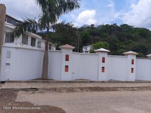 Terreno En Ventaen Apulo, Vereda Guacamayas, Colombia, CO RAH: 22-1467