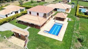 Casa En Ventaen Mesa De Los Santos, Vereda Mesa De Los Santos, Colombia, CO RAH: 22-1478