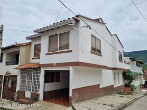 Casa En Ventaen San Gil, Vereda San Gil, Colombia, CO RAH: 22-1515
