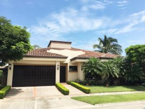 Casa En Ventaen Pozos, Santa Ana, Costa Rica, CR RAH: 16-535