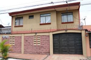 Casa En Ventaen Cartago Centro, El Guarco, Costa Rica, CR RAH: 16-705