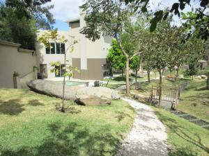 Apartamento En Alquileren Escazu, Escazu, Costa Rica, CR RAH: 17-80