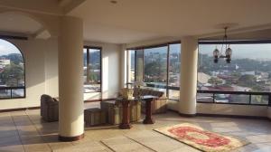 Apartamento En Ventaen Trejos Montealegre, Escazu, Costa Rica, CR RAH: 17-111
