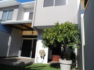 Apartamento En Ventaen San Jose, Santa Ana, Costa Rica, CR RAH: 17-215