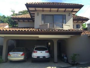Casa En Alquileren Guachipelin, Escazu, Costa Rica, CR RAH: 17-301