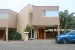 Casa En Ventaen Pozos, Santa Ana, Costa Rica, CR RAH: 17-470