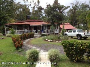 Casa En Ventaen Jimenez, Pococi, Costa Rica, CR RAH: 17-496