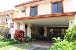 Casa En Ventaen San Rafael De Alajuela, San Rafael De Alajuela, Costa Rica, CR RAH: 17-939