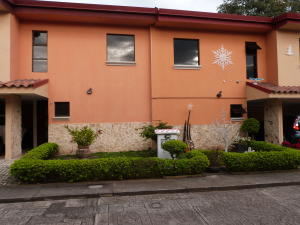 Casa En Ventaen Pozos, Santa Ana, Costa Rica, CR RAH: 18-46