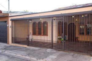 Casa En Ventaen San Francisco De Heredia, Heredia, Costa Rica, CR RAH: 18-80