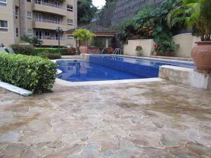 Apartamento En Alquileren Escazu, Escazu, Costa Rica, CR RAH: 18-84