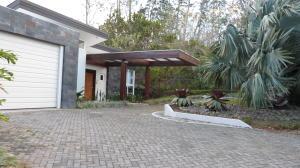 Casa En Alquileren Guachipelin, Escazu, Costa Rica, CR RAH: 18-107