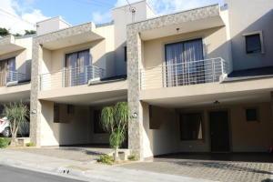 Casa En Ventaen Guadalupe, Goicoechea, Costa Rica, CR RAH: 18-136