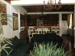 Apartamento En Alquileren Rio Oro, Santa Ana, Costa Rica, CR RAH: 18-140