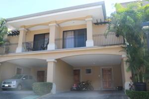 Casa En Ventaen Pozos, Santa Ana, Costa Rica, CR RAH: 18-161