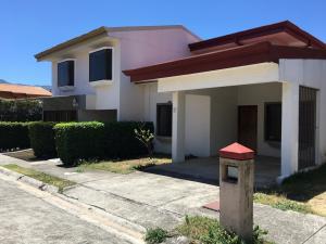 Casa En Ventaen Pozos, Santa Ana, Costa Rica, CR RAH: 18-167