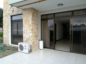 Apartamento En Alquileren La Uruca, Santa Ana, Costa Rica, CR RAH: 18-172