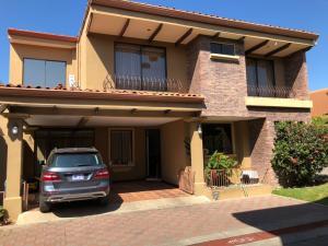 Casa En Ventaen Pozos, Santa Ana, Costa Rica, CR RAH: 18-176