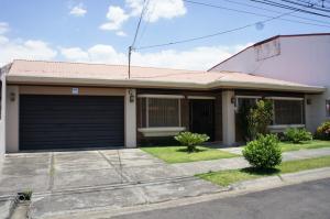 Casa En Ventaen Alajuela Centro, Alajuela, Costa Rica, CR RAH: 18-210