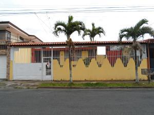 Casa En Ventaen Tibas, Tibas, Costa Rica, CR RAH: 18-226