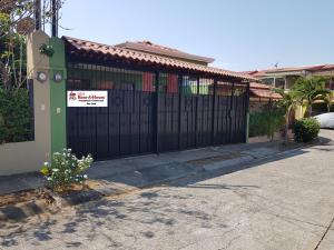 Casa En Ventaen Alajuela Centro, Alajuela, Costa Rica, CR RAH: 18-227