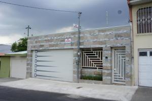 Casa En Ventaen Santo Domingo, Santo Domingo, Costa Rica, CR RAH: 18-249