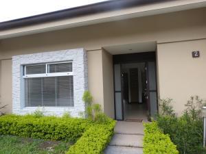 Casa En Alquileren Santa Ana, Santa Ana, Costa Rica, CR RAH: 18-256