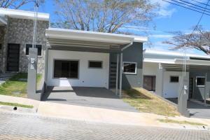 Casa En Ventaen Turrucares, Alajuela, Costa Rica, CR RAH: 18-308