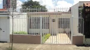 Casa En Alquileren La Uruca, San Jose, Costa Rica, CR RAH: 18-324