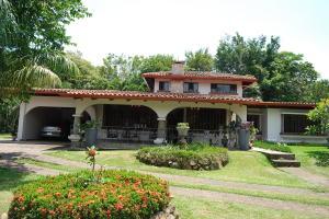 Casa En Ventaen Garita, Alajuela, Costa Rica, CR RAH: 18-378