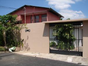 Casa En Ventaen Curridabat, Curridabat, Costa Rica, CR RAH: 18-338