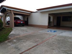 Casa En Alquileren Sanchez, San Jose, Costa Rica, CR RAH: 18-359