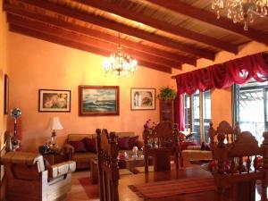Casa En Ventaen Barrio Dent, Montes De Oca, Costa Rica, CR RAH: 18-362