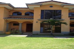 Casa En Alquileren Escazu, Escazu, Costa Rica, CR RAH: 18-429