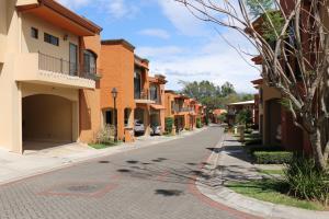 Apartamento En Ventaen Brasil De Santa Ana, Santa Ana, Costa Rica, CR RAH: 18-437