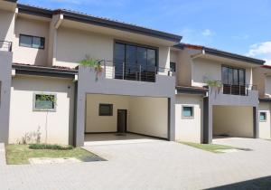 Casa En Ventaen Santa Ana, Santa Ana, Costa Rica, CR RAH: 18-451