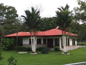 Casa En Ventaen Florencia, San Carlos, Costa Rica, CR RAH: 18-457