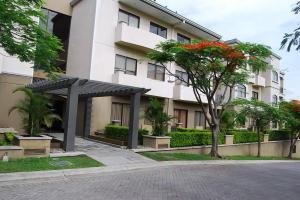 Apartamento En Alquileren Santa Ana, Santa Ana, Costa Rica, CR RAH: 18-467