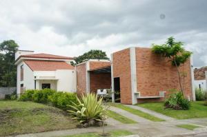 Casa En Alquileren La Guacima, Alajuela, Costa Rica, CR RAH: 18-468