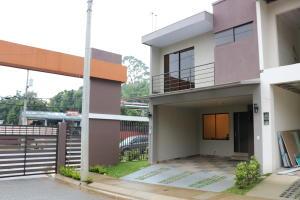 Casa En Ventaen Moravia, Moravia, Costa Rica, CR RAH: 18-474