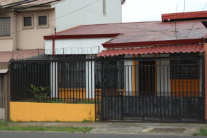 Casa En Ventaen Guadalupe, Goicoechea, Costa Rica, CR RAH: 18-510